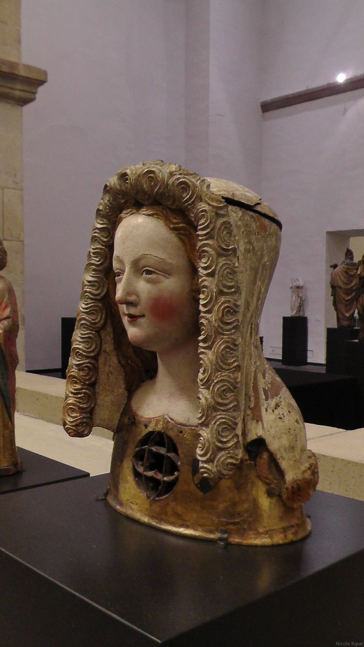1350 reliquary bust with Kruseler veil. Museum Schnütgen, Cologne