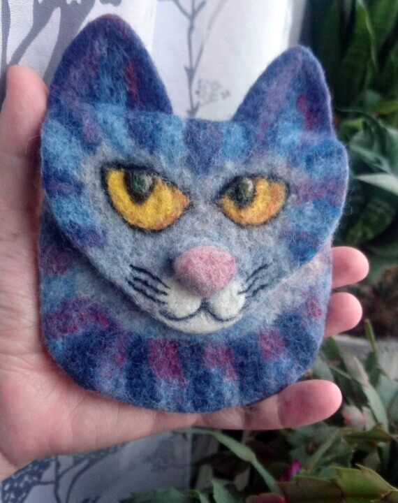 Felted cat purse