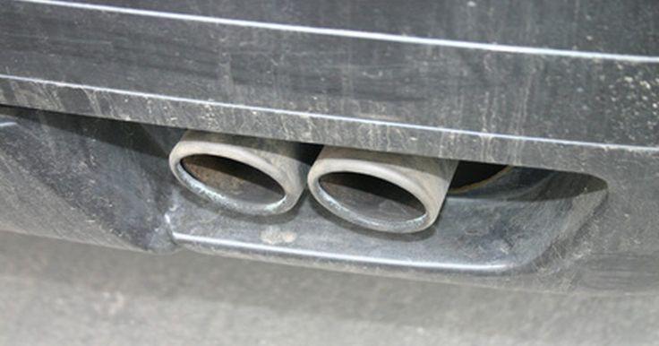 Diferencias entre sensores de oxigeno primarios y secundarios. Todos los vehículos posteriores a 1996 tienen muchos equipos de emisión, incluyendo los sensores de oxígeno. La mayoría de los coches con control de emisiones tienen de dos a cuatro sensores de oxígeno, dependiendo de la cantidad de cilindros y el patrón de escape. Estos sensores se dividen en dos categorías, primarios y secundarios.