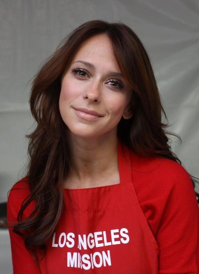Jennifer Love Hewitt goes red