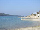 Am Strand von Barbat auf der Insel Rab in Kroatien