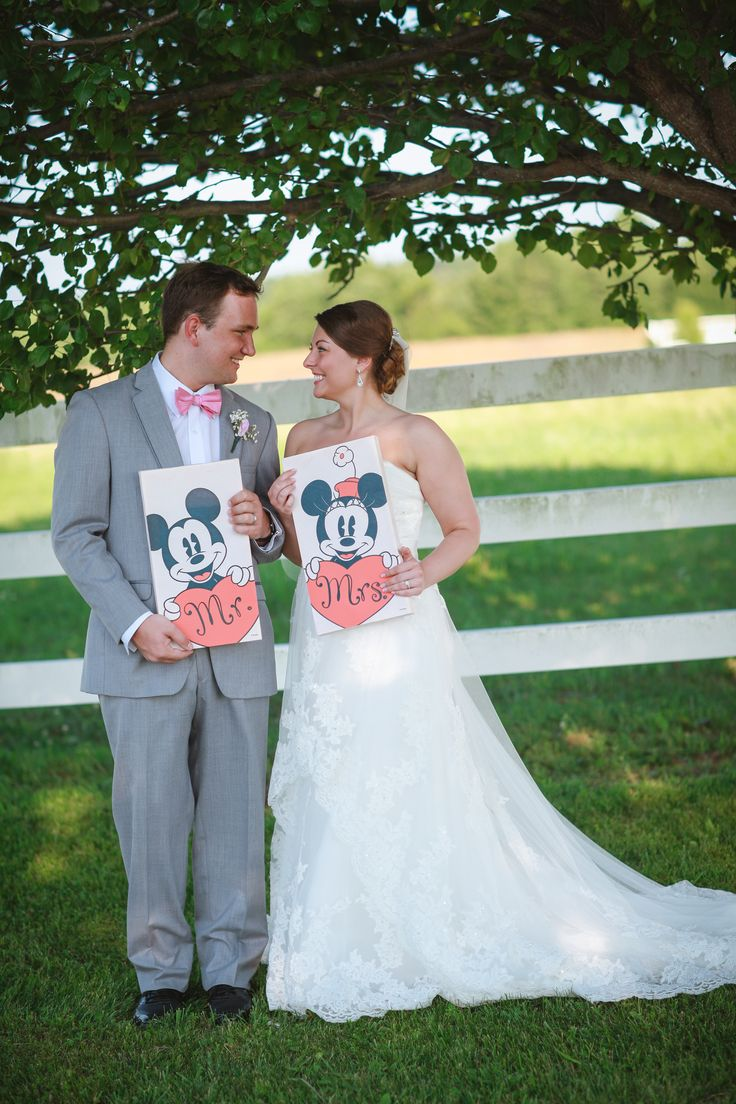 Disney Wedding Photography Idea | Bride and Groom | Minnie and Mickey | Mr. and Mrs. | Photography by Cassie Peech