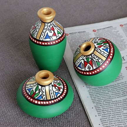 Maati Designs Earthen Miniature Pots Green Set of Three Pieces,Décor