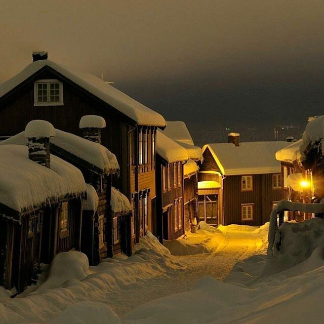 Street of Røros, Norway Photograph by @oysteinengan