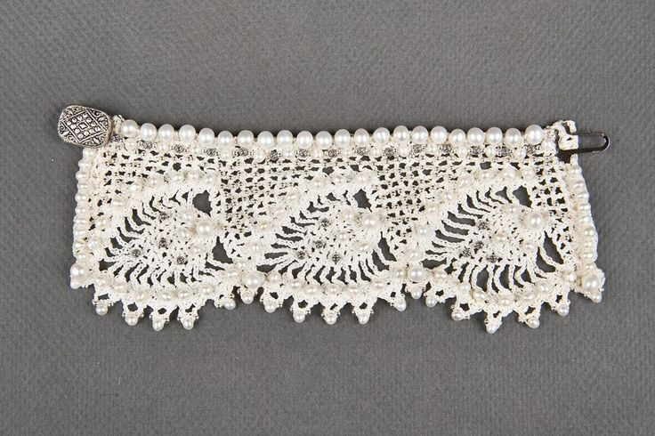 Crochet bracelet with pearls