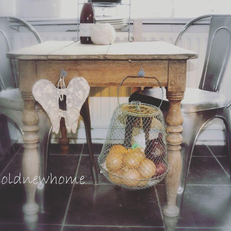 Brocante tafel.  Vintage table