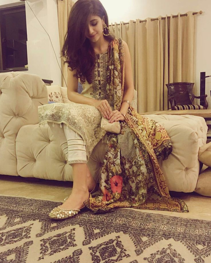 Beautiful Mawra Hocane First Picture of Eid 2017! #Beautiful #Lovely #PrettyGirl #MawraHocane #Eid2017 #EidUlFiter #PakistaniFashion #PakistaniActresses #PakistaniCelebrities ✨