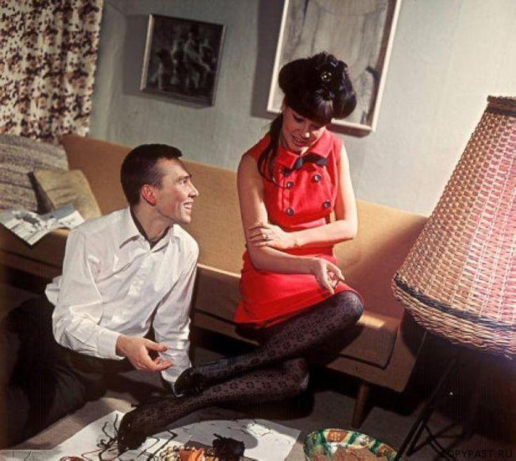 Манекенщица Регина Збарская и модельер Вячеслав Зайцев 1967 год.