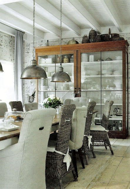 Riviera Maison dining room, glass cabinet, perfect combination of chairs.
