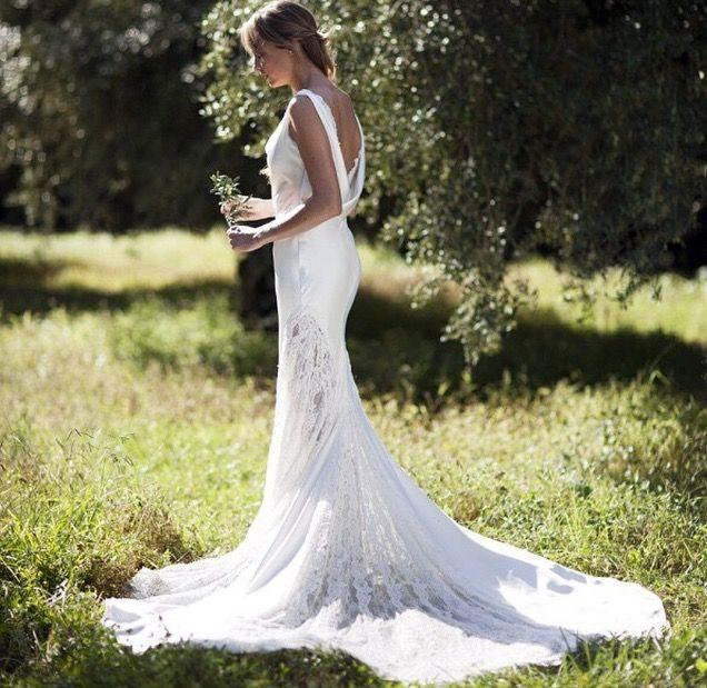 Vous cherchez l'inspiration pour votre future robe de mariée mais vous n'avez pas eu le coup de foudre? Voici vingt huit modèles qui pourront vous aider à faire votre choix...