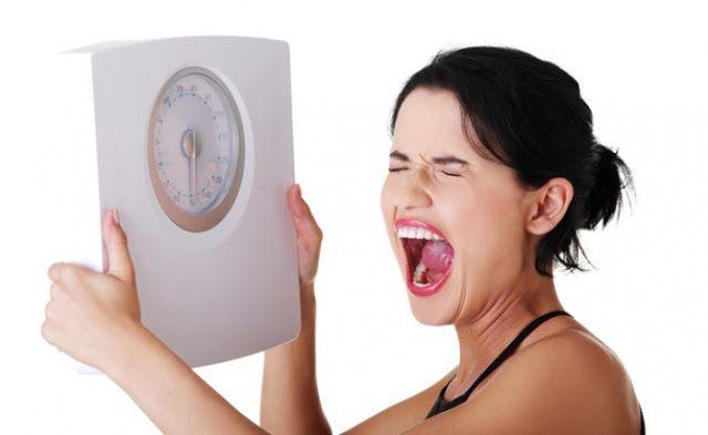 Ini Akibat Berat Badan Naik Saat Puasa Umumnya orang yang berpuasa akan mengalami penurunan berat badan sebab porsi makannya berkurang. Jika biasanya 3 kali sehari, menjadi hanya 2 kali saat buka dan sahur saja.