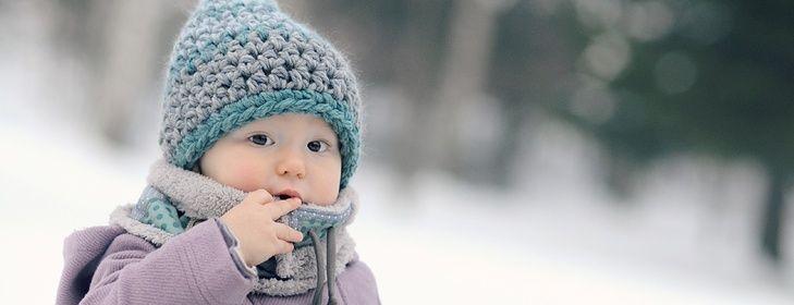 Pod severskými horami S naší malou Lily milujeme chvilky s knížkou a zvířátky.. v kamnech praská, za okny sníh a mráz.. necháváme se unést znovuobjevovaným světem dětské fantazie, her a přání.. a z těchto pocitů vzniká naše nová kolekce zimních kousků - huňatých nákrčníků a čepiček, plná zvířátek a skřítků: Medvěd od Fialové skály Skřítek ze ...