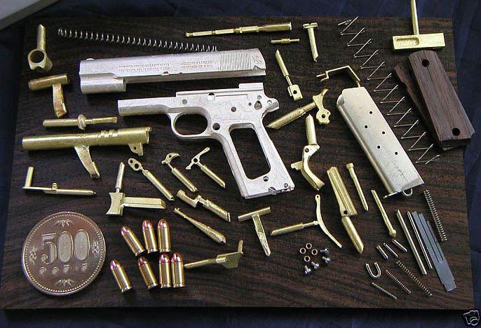 Hecho a mano 1:3 Escala Miniatura Colt M1911 pistola armas de fuego con caja de presentación de nogal