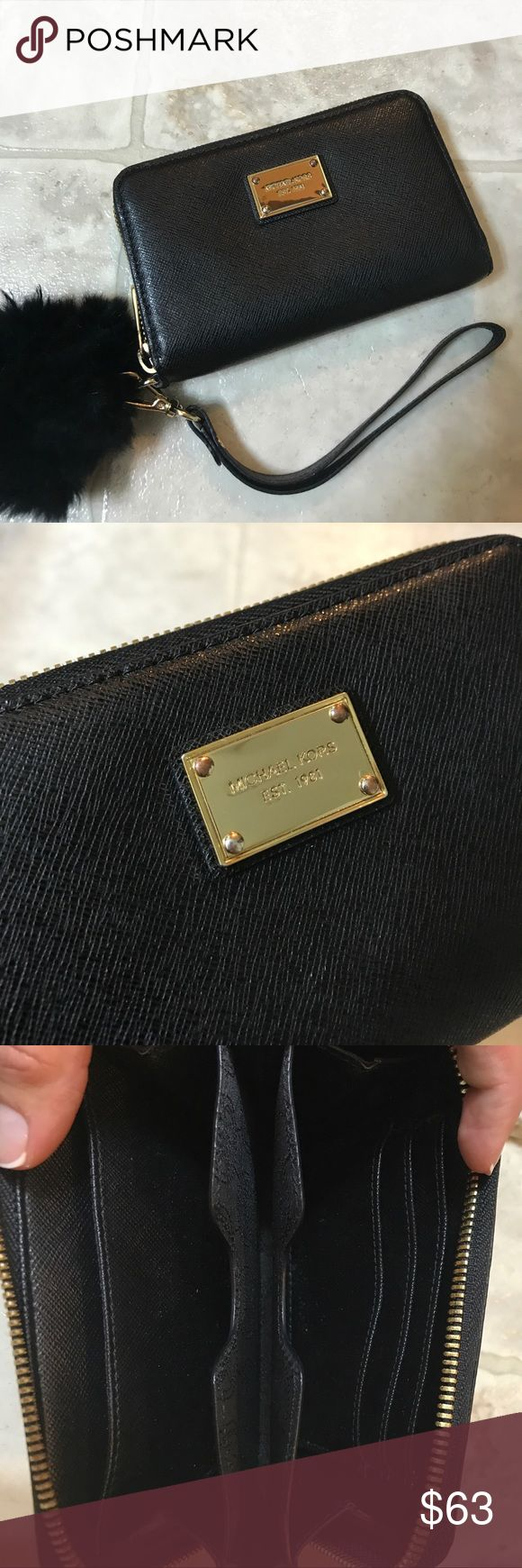Michael Kors Wallet Great condition! Medium sized wallet! Comes with attachable strap for wrist. Retails for over $100. Michael Kors Bags Wallets