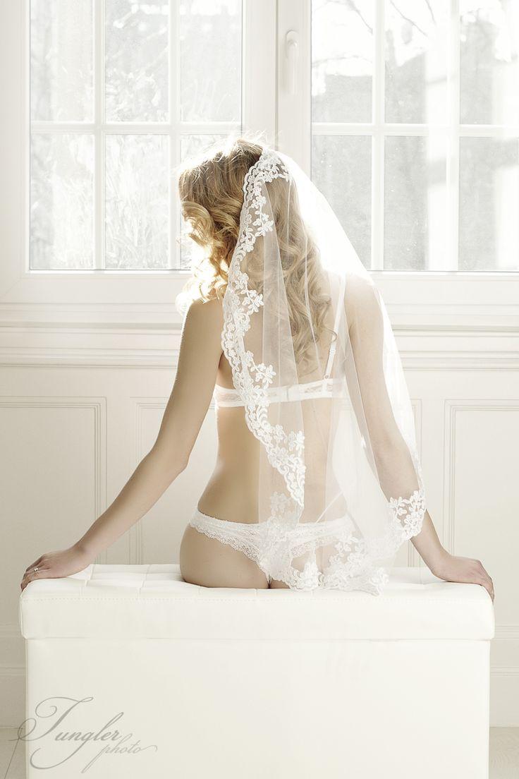 Boudoir photo || Boudoir fotózás fotos: Tungler Andra #boudoir #wedding #love #wedding #lace #fátyol #veil #mantilla