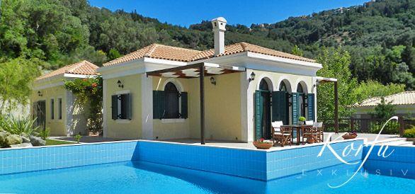 Die Villa Poseidon bietet Korfu-Urlaub der Extraklasse. Es ist geräumig, elegant eingerichtet liegt spektakulär am Hang mit einem extravaganten Swimmingpool