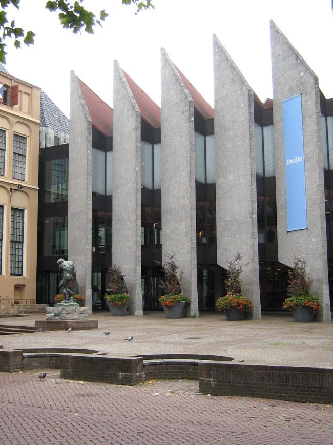 stadhuis van Zwolle, midden in het centrum