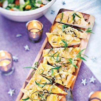 Varför inte servera pizza med potatis gruyère och rosmarin? Recept finner ni här: https://www.coop.se/Recept--mat/Recept/p/pizza-med-potatis-gruyere-och-rosmarin/ Välj ekologiska ingredienser med omtanke om människor och miljö. [Pizza with gruyere potato and rosemary, use organic ingredients.] #wedding #bröllop #ecobride