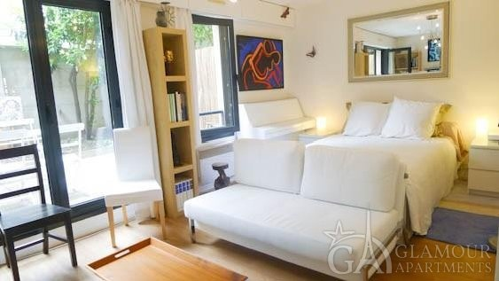 Light comfortable Paris studio apartment for rent | Montmartre