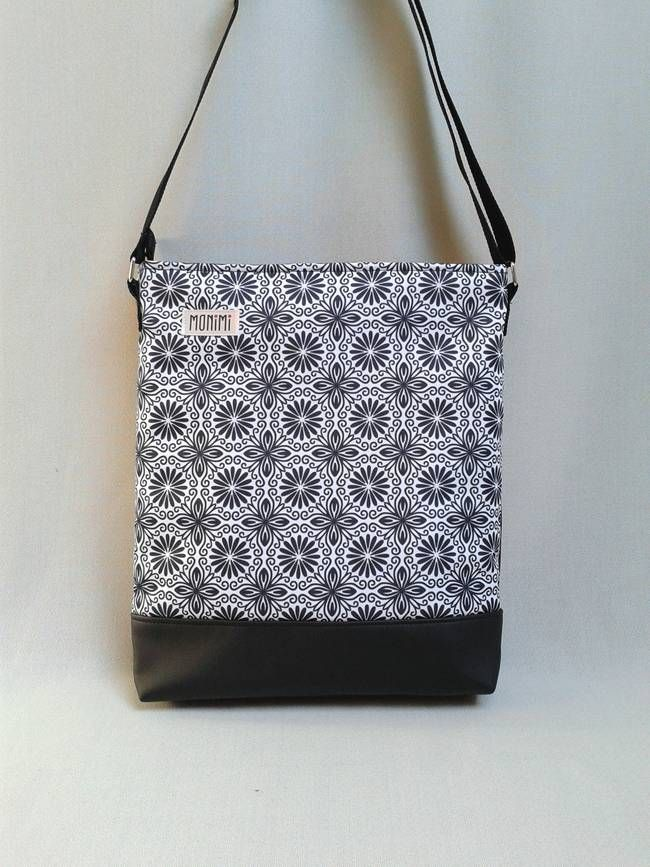 Ez a táska saját tervezésű gyöngyvászon nyomattal készült, amely időjárásálló, nagyon tartós és mosható. Cross-bag 37 női #táska