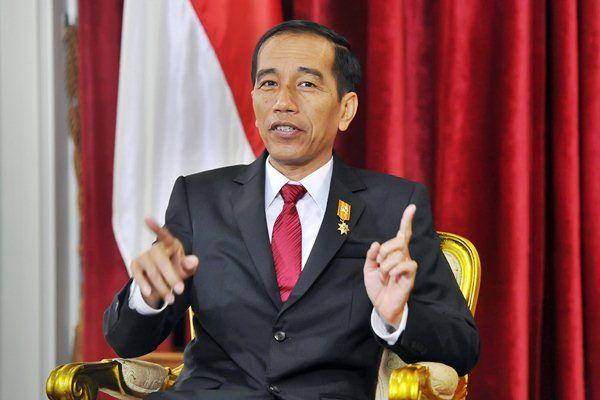 """Jokowi Tidak Percaya Diri dalam Memimpin Negara Ini Buktinya!  Headlineislam.com - Ketua Presidium Federasi Serikat Pekerja (FSP) BUMN Bersatu Arief Poyuono secara tegas menolak langkah Presiden Jokowi yang membolehkan BUMN dipimpin oleh orang asing. """"Sebenarnya itu menunjukan kalau Presiden Joko Widodo sudah kurang percaya diri terhadap kemampuannya dalam memimpin negara ini dan pada bangsanya sendiri"""" kata Arief di Jakarta Jumat (6/1/2017). """"Dan bukan jaminan jika BUMN dikelola orang asing…"""