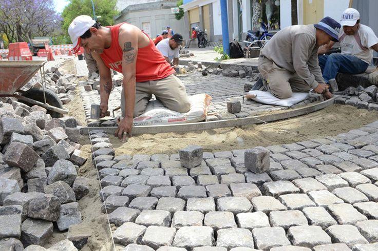 ADOQUINADO: CONSERVACIÓN Y MANTENIMIENTO DE LA HISTORIA http://notirafaela.wordpress.com/2014/06/09/adoquinado-conservacion-y-mantenimiento-de-la-historia/
