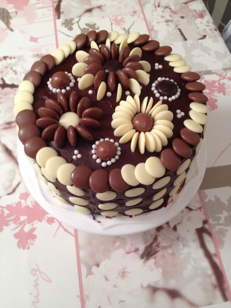 The 25+ best Chocolate Cake Decorated ideas on Pinterest ...