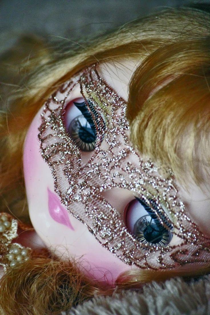 Carnival mask for Blythe