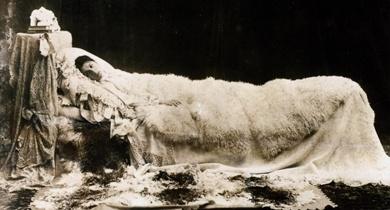 Eleonora Duse in La Signora dalle camelie, 1895 circa   Roma, Biblioteca e Museo Teatrale del Burcardo