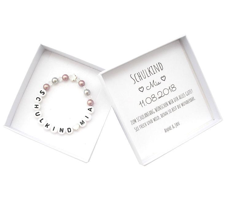 Geschenk Einschulung Mädchen bei SR Jewelry kaufen. Schulkind Armband mit Perlen. Einschulungsgeschenk für Mädchen bestellen. Schultüte füllen mit Schulkind Armband mit Namen. Namensarmband für Kinder. Geschenk zur Einschulung des Patenkindes. Personalisierte Geschenkbox zur Einschulung mit Armband. – SR Jewelry