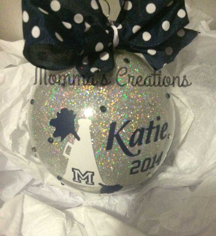 Personalized ornament for your favorite cheerleaders, team mom, coaches. Great gift idea for the whole team/squad by MommasCreations4you on Etsy