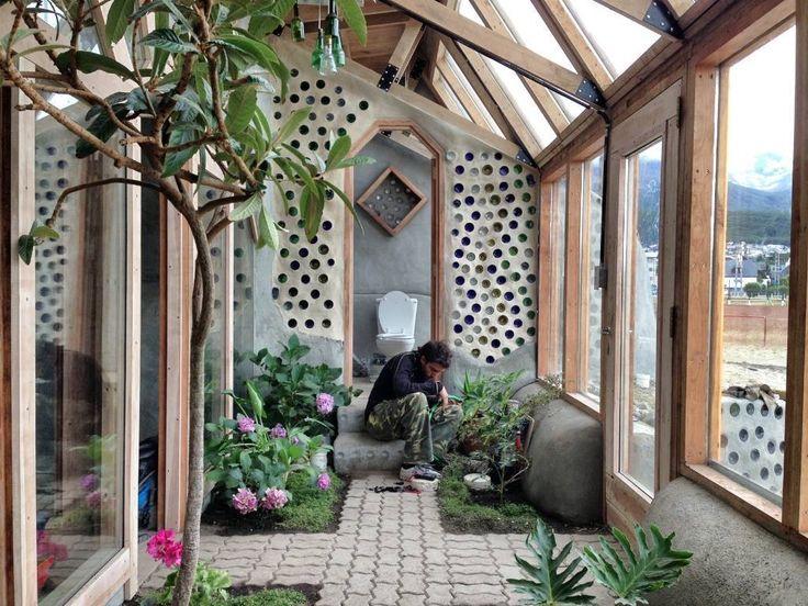 """""""Nave Tierra"""": La casa autosustentable de Michael Reynolds en Argentina"""