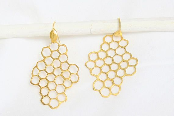 Honeycomb Earrings with a leaf on the hook :::EARRING DETAILS:::! * Length at 2 inches (5.1cm) *Width at 1.4 inches (3.5cm) *Lightweight *Made with brass, hooks too, so they are not nickel free *For nickel free earrings check out my silver collection here: