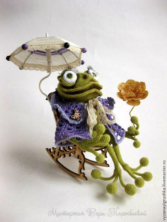 Купить Игрушка вязаная Мадам Квакина - игрушка ручной работы, игрушка, игрушка в подарок, лягушка