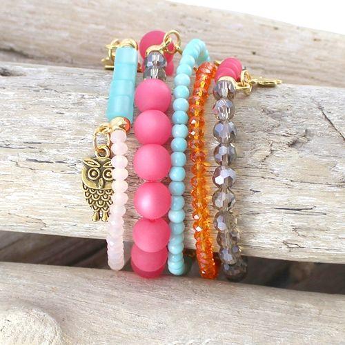 Mooie ketting en armbanden met vrolijke lente/zomer kleuren Polaris