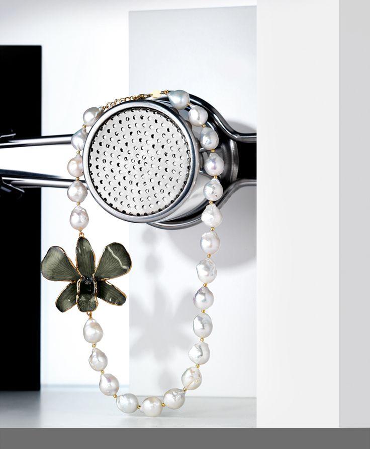 Lip Plus  www.lipplus.it  collana con perle e orchidea /necklace with pearls and orchids