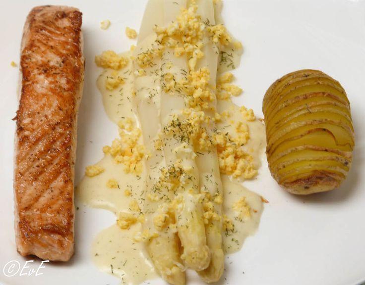 Asperges zalm en geroosterde aardappel