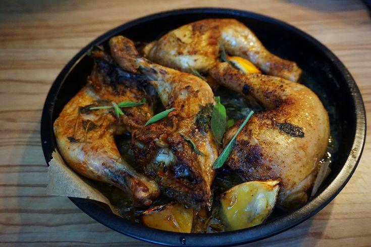 Entdeckte mein leckeres DIY-Rezept für mediterranes Hähnchen mit Salbei & Zitrone. Einfach & schnell zubereitet. Rezept auf meinem Foodblog aus Köln!