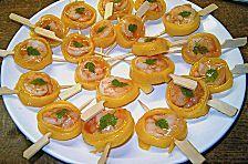 Mit Fingerfood auf dem Buffet kann man nichts falsch machen! Wir stellen euch hier vielseitige Rezepte für festliches Fingerfood vor.