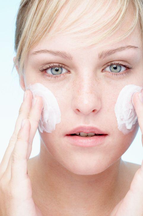 6 Tips for Beating Dry, Peeling Skin Caused by Benzoyl Peroxide   #DrySkin #DrySkinCare http://ncnskincare.com/