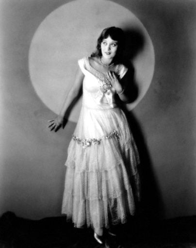 Mae Costello Net Worth