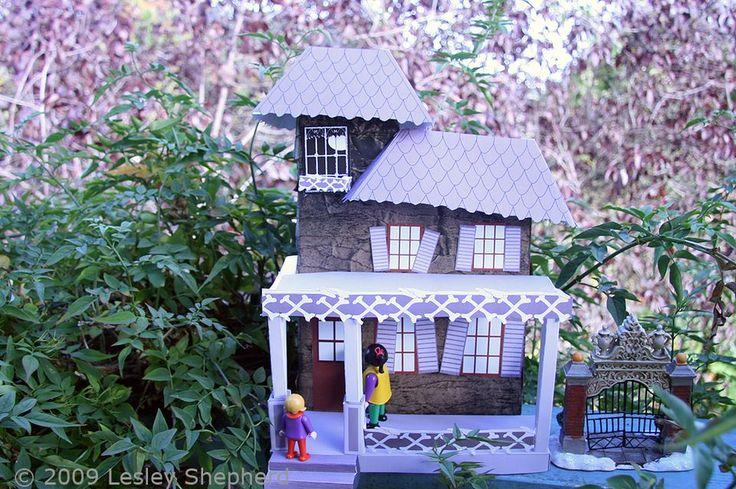 1:24 масштаб дом с привидениями, сделанном из коробки рециркулированные хлопья, бумажный пакет и бесплатные печатные.