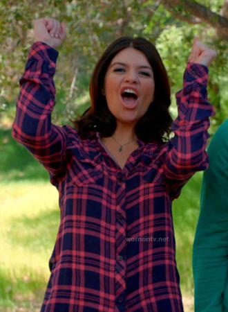 Penny's pink and blue plaid shirt on Happy Endings.  Outfit Details: http://wornontv.net/14903/ #HappyEndings