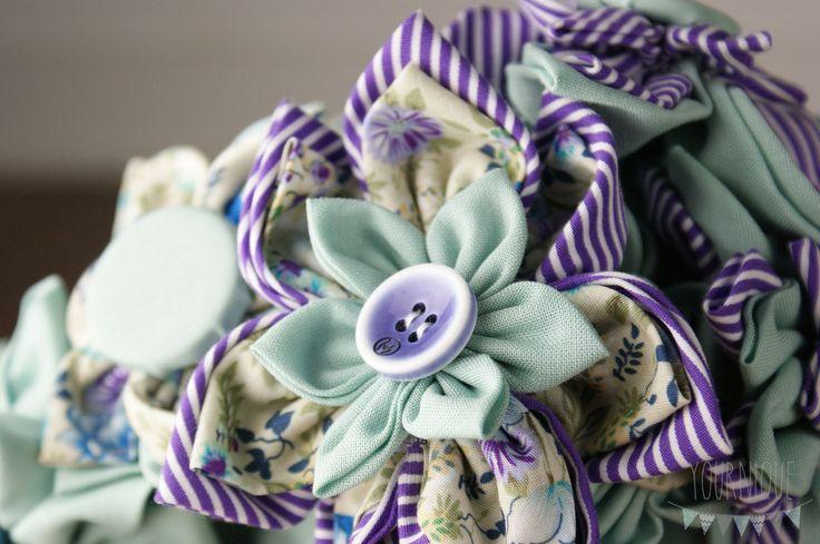 Bei uns findest Du eine Auswahl an besonderen Brautsträußen, die die Individualität Deiner Hochzeit unterstreichen werden. Unsere Sträuße sind aus Stoff oder Papier und werden Dir auch noch nach der Hochzeit erhalten bleiben.