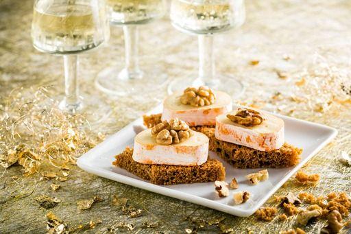 Peperkoek is lekker feestelijk! Maar je kan dit receptje evengoed maken met getoast krentenbrood!