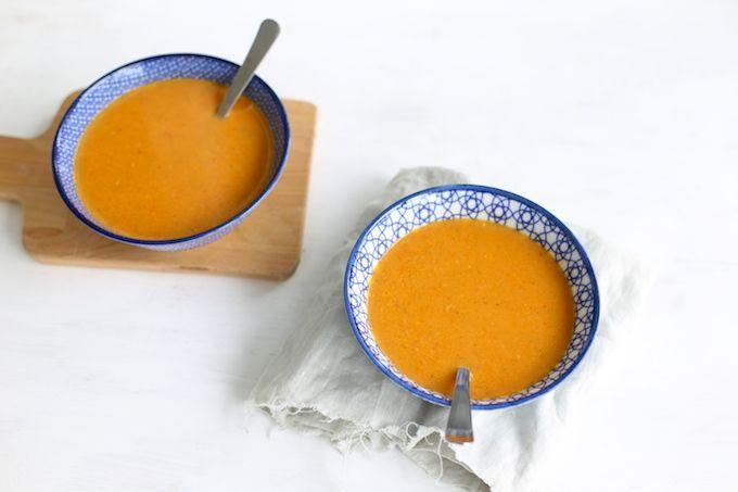 Op zoek naar een lekker zomers recept met paprika en mais? We laten je zien hoe je een paprika-maissoepje kunt maken. Super simpel en lekker.