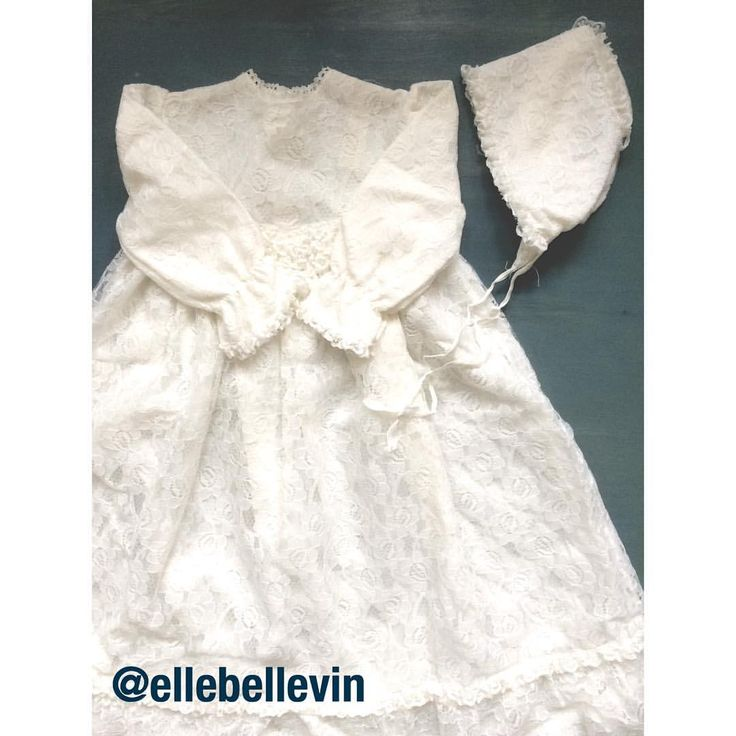 "Amanda Ida på Instagram: ""Btw have you seen this stunning lace christening gown with matching bonnet? It's French vintage and it's in excellent condition See link to the shop in my profil. #seelinkinbio #etsyvintageshop #frenchbabyvintage #laceandfrills #lacebaptismgown #vintagebaptismset #vintagechristeninggown #vintagelacebonnet #vestiesteam #etsyvintageshop #babyvintage #babyclothesforsale #worldwideshipping"""