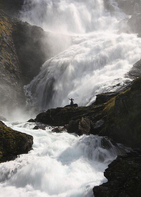 Kjosfossen Waterfall, Norway. Cascade de Kjosfossen, en Norvège.