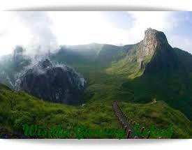 Wisata Gunung Kelud merupakan kawasan wisata Gunung berapi yang masih aktif hingga kini, gunung ini terhitung sudah meletus sekitar 30 kali dari tahun 1000 Masehi, dan terakhir letusan yang sangat dahsyat di tahun 2014 lalu.