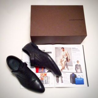 LOUIS VUITTON black, size 10